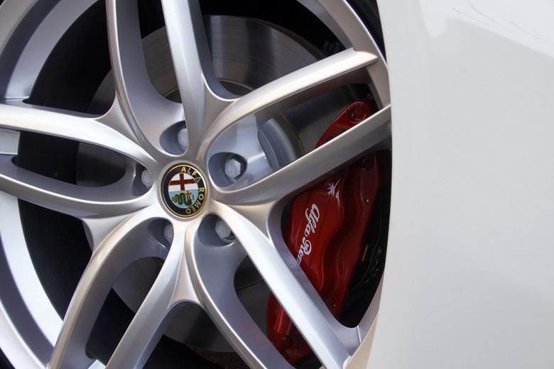 Alfa Romeo GT Limited Edition: Oslava 100 let značky: - fotka 12