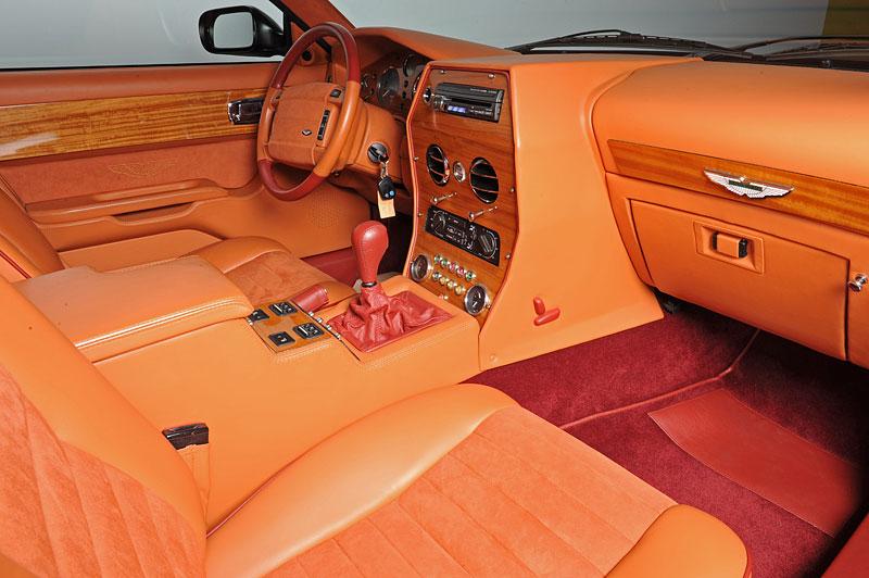 Na prodej je unikátní Aston Martin V8 Shooting Brake. Stejné auto nikdo jiný na světě mít nebude: - fotka 1