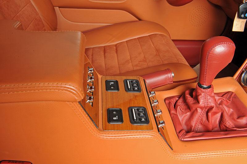 Na prodej je unikátní Aston Martin V8 Shooting Brake. Stejné auto nikdo jiný na světě mít nebude: - fotka 3