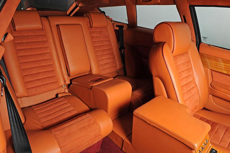 Na prodej je unikátní Aston Martin V8 Shooting Brake. Stejné auto nikdo jiný na světě mít nebude: - fotka 4