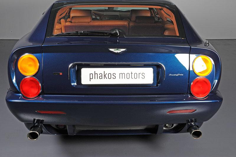 Na prodej je unikátní Aston Martin V8 Shooting Brake. Stejné auto nikdo jiný na světě mít nebude: - fotka 7