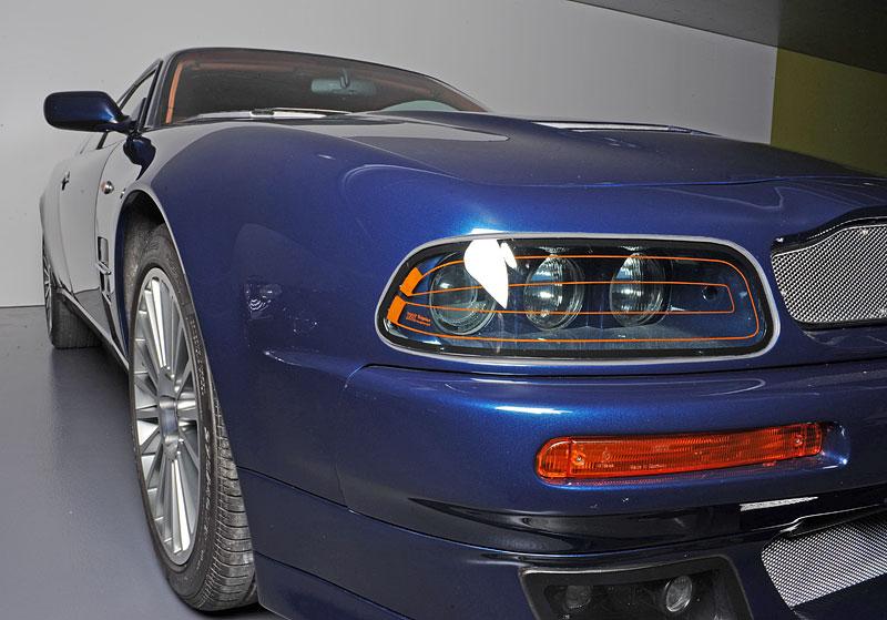 Na prodej je unikátní Aston Martin V8 Shooting Brake. Stejné auto nikdo jiný na světě mít nebude: - fotka 10
