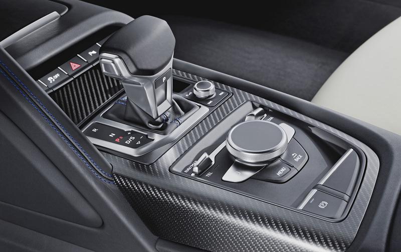 Za volantem: Audi R8: - fotka 6