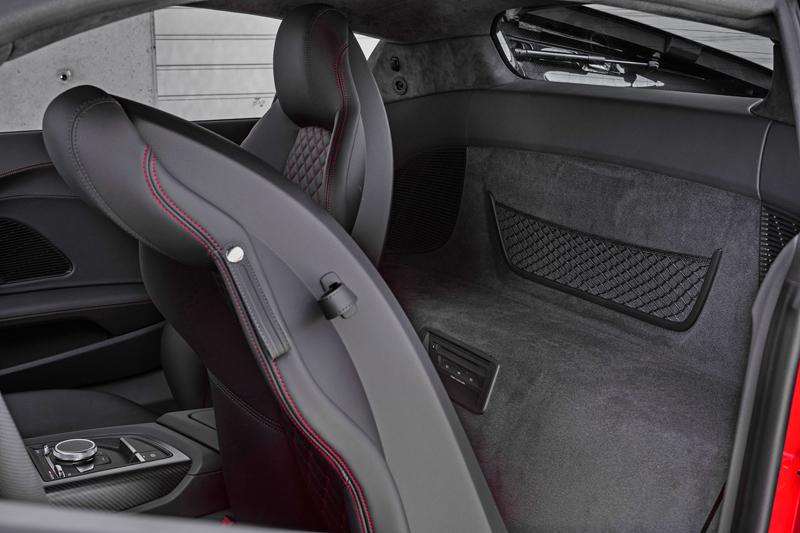 Za volantem: Audi R8: - fotka 13