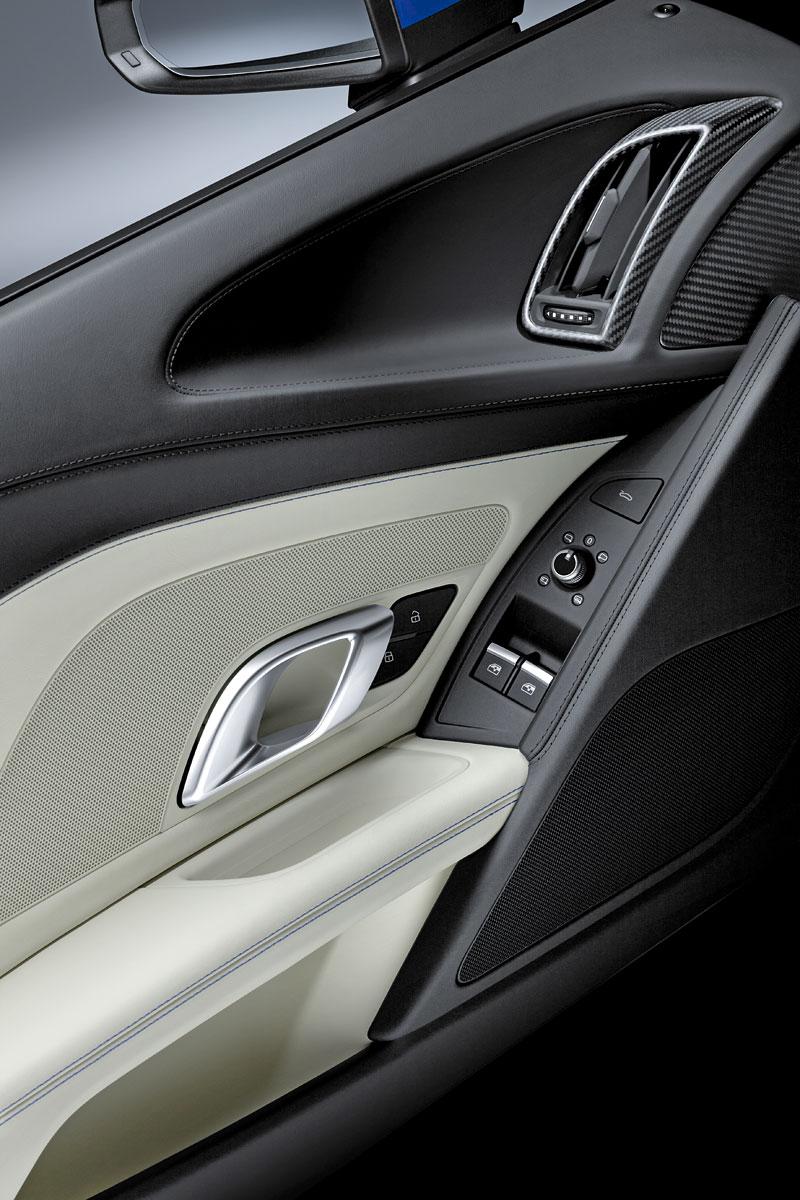 Za volantem: Audi R8: - fotka 15