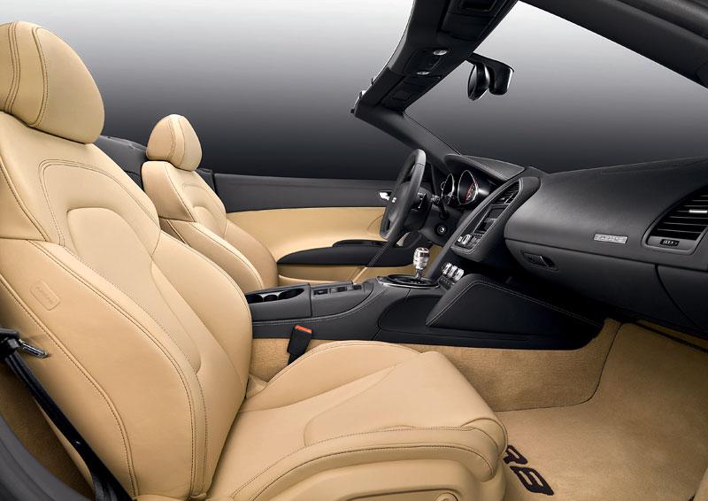 Audi R8 Spyder: po Paříži i s osmiválcem: - fotka 4