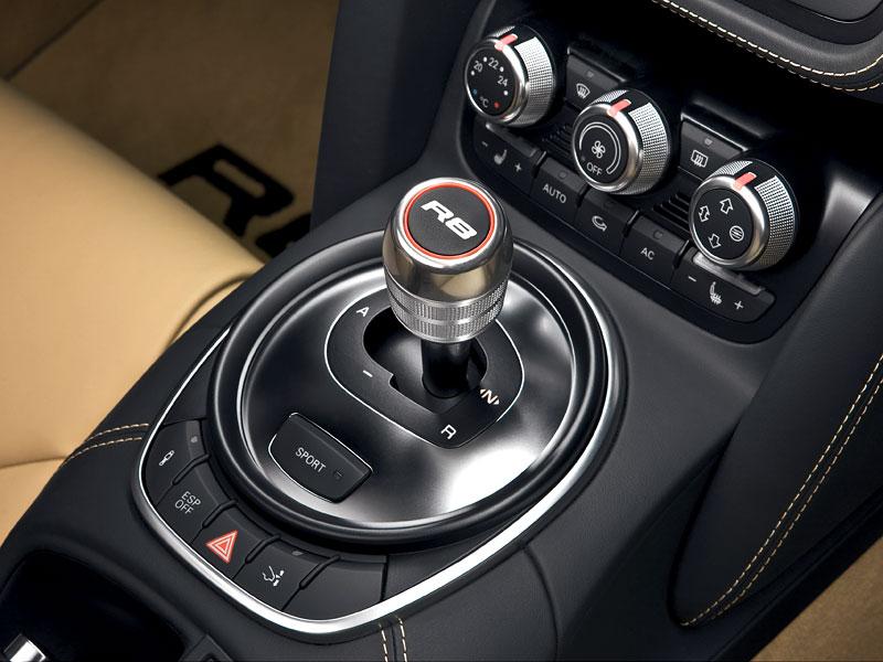 Audi R8 Spyder: po Paříži i s osmiválcem: - fotka 5