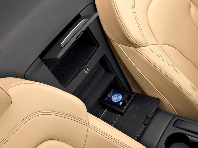 Audi R8 Spyder: po Paříži i s osmiválcem: - fotka 6