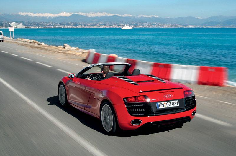 Audi R8 Spyder: po Paříži i s osmiválcem: - fotka 35