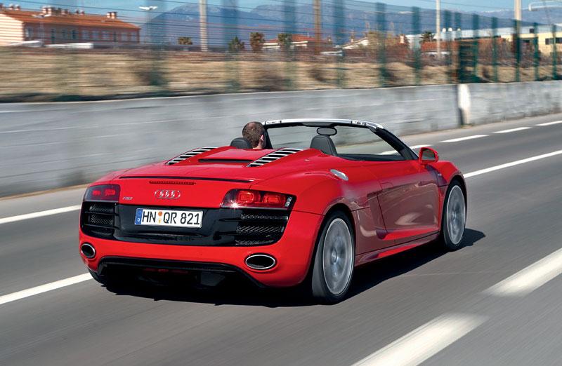 Audi R8 Spyder: po Paříži i s osmiválcem: - fotka 37