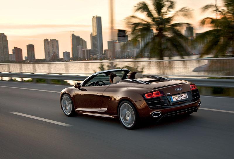 Audi R8 Spyder: po Paříži i s osmiválcem: - fotka 44