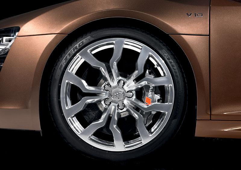 Audi R8 Spyder: po Paříži i s osmiválcem: - fotka 58