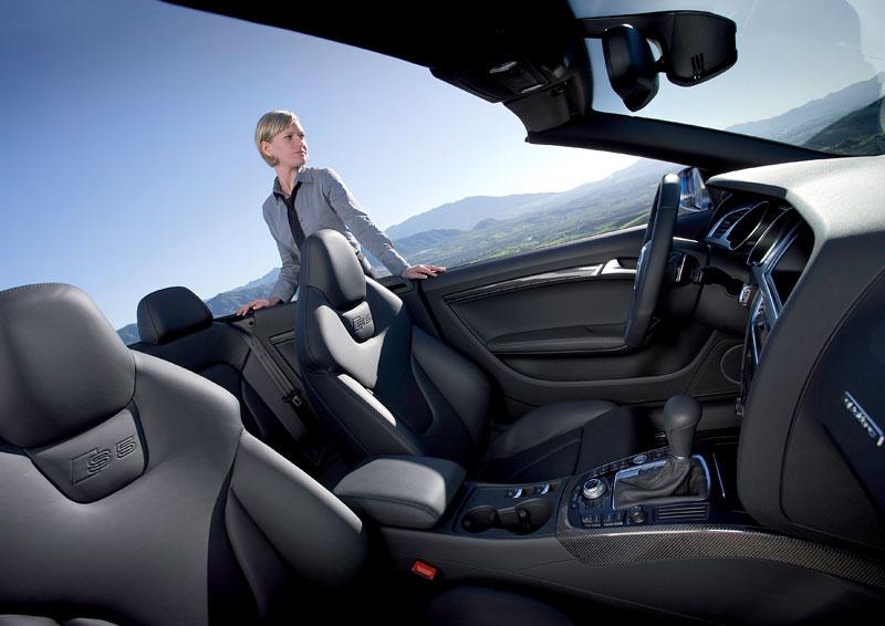 Za volantem: Audi A5 Cabriolet: - fotka 48