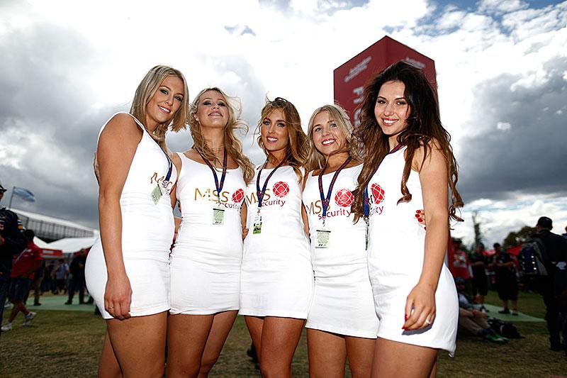 Fotografie Jiřího Křenka: Dívky z prostředí Formule 1: - fotka 3