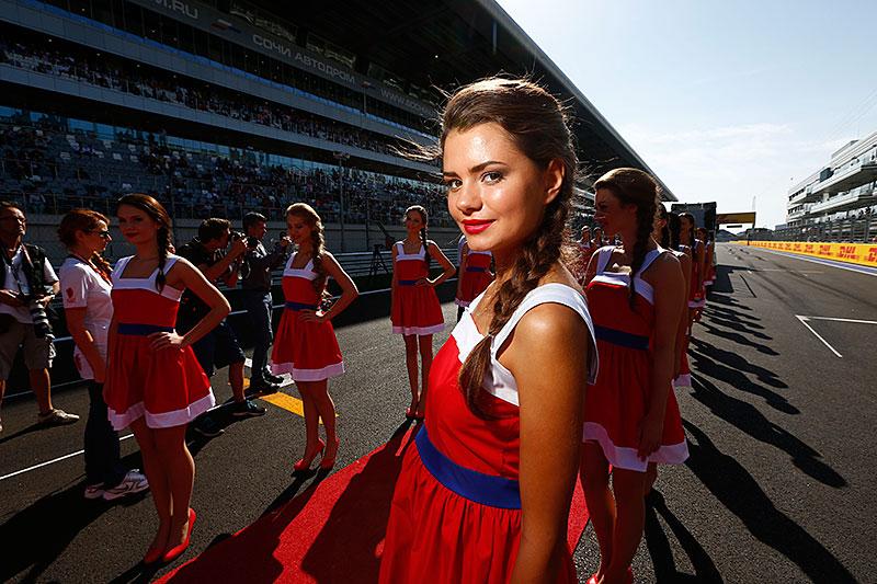 Fotografie Jiřího Křenka: Dívky z prostředí Formule 1: - fotka 25