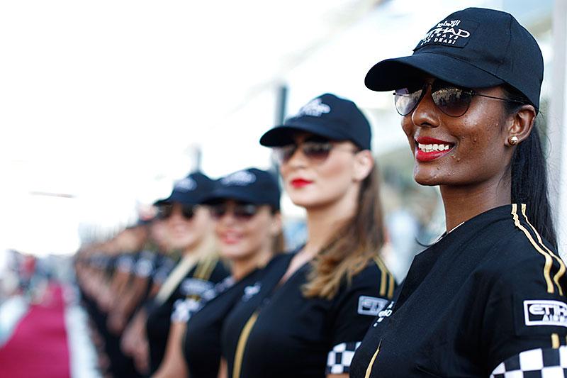 Fotografie Jiřího Křenka: Dívky z prostředí Formule 1: - fotka 32