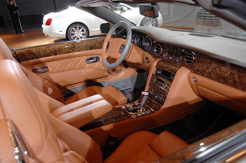 Bentley výrobu neomezuje, jen nedělá auta...: - fotka 5