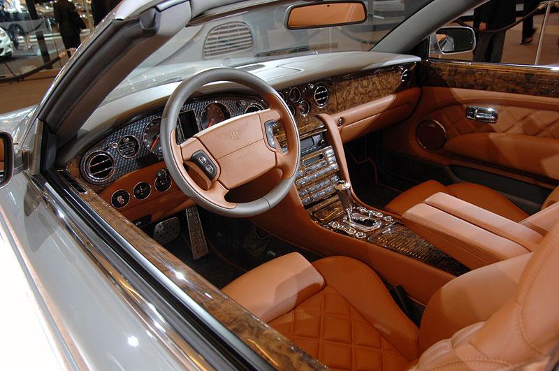 Bentley výrobu neomezuje, jen nedělá auta...: - fotka 6