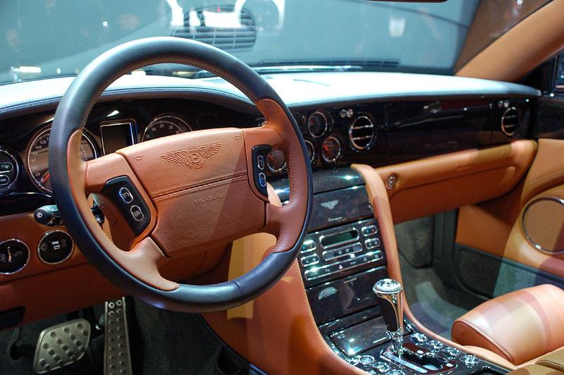 Bentley výrobu neomezuje, jen nedělá auta...: - fotka 8