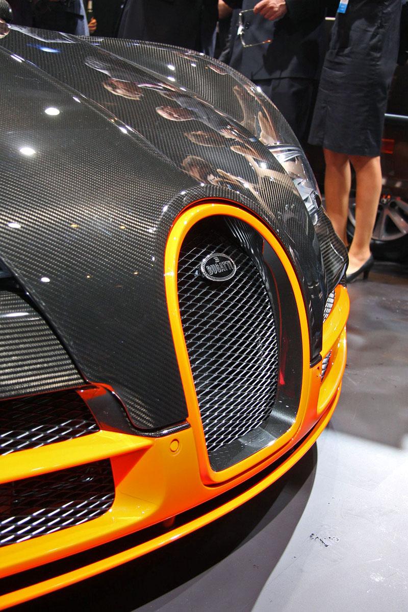 Paříž 2010 živě: Bugatti Veyron Super Sport: - fotka 24