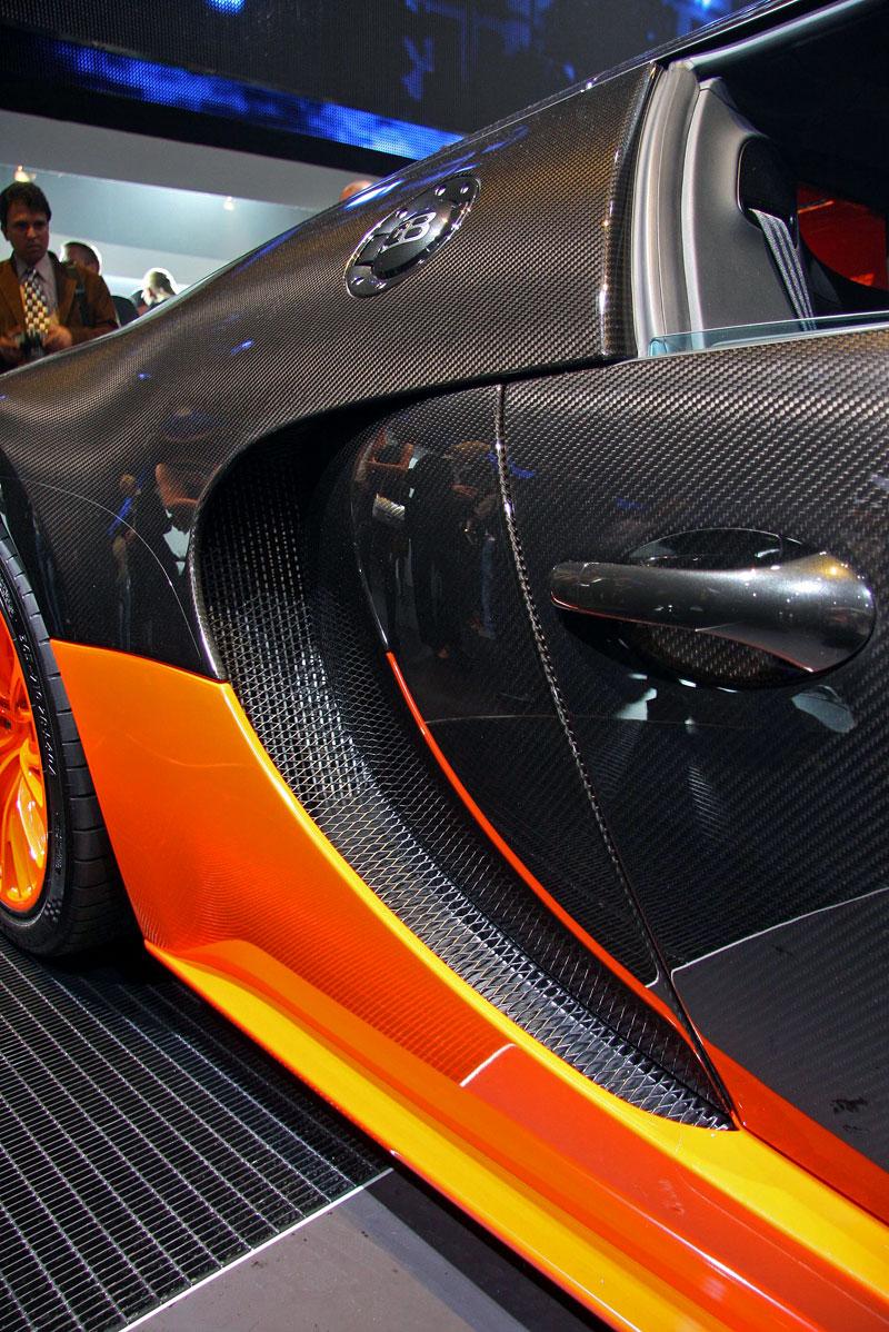 Paříž 2010 živě: Bugatti Veyron Super Sport: - fotka 27
