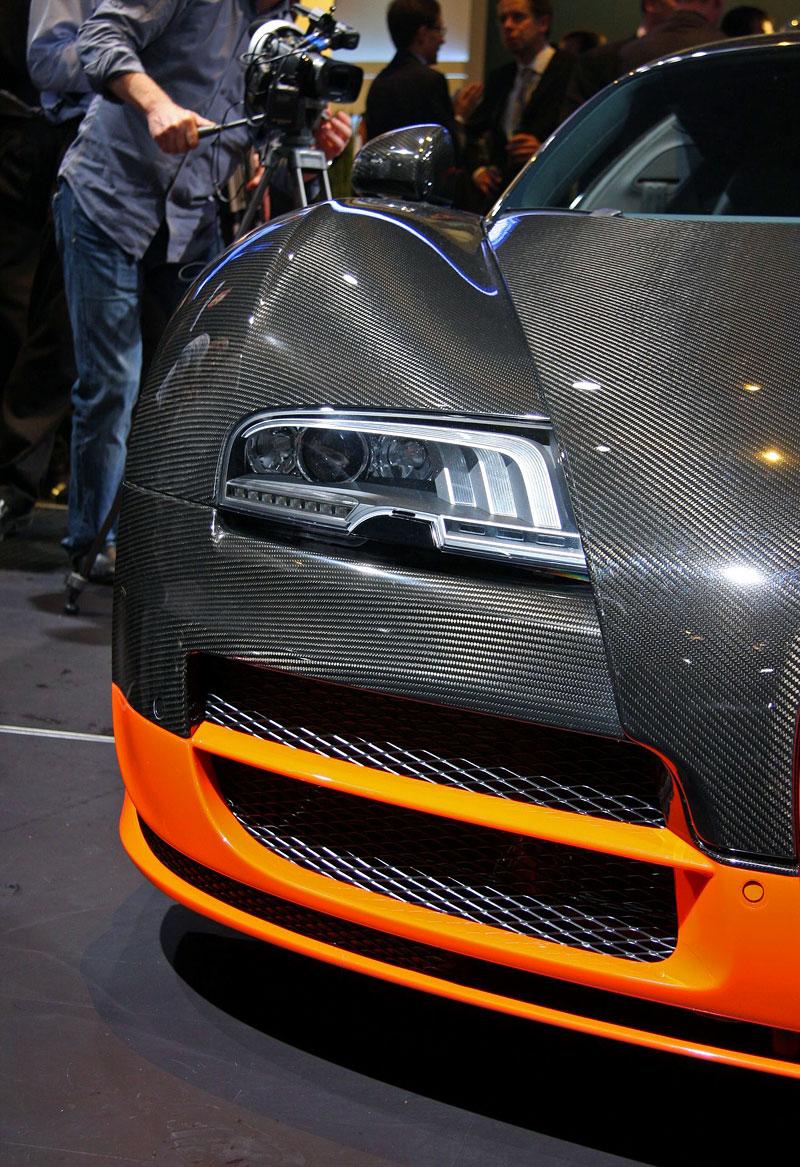 Paříž 2010 živě: Bugatti Veyron Super Sport: - fotka 41
