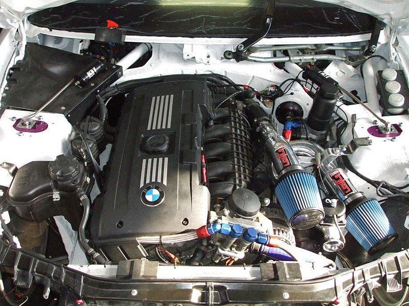 BMW 1 Coupé GTR od Šenkýř Motosport: brněnský drak: - fotka 11