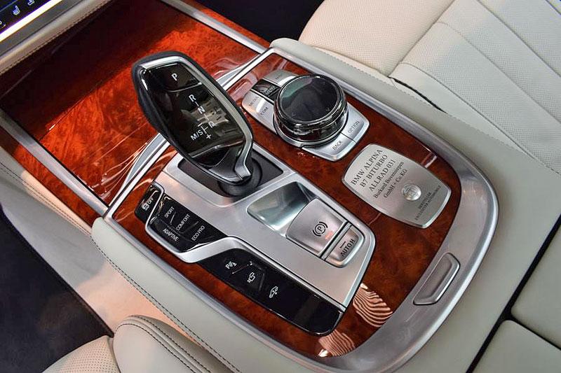 Alpina B7: Sluší decentnímu sedanu jedovatě zelená, nebo je to už příliš?: - fotka 3