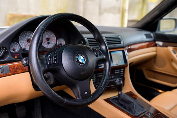 Toužíte po BMW M7? Jeden nadšenec si ho postavil. A teď také prodává: - fotka 1