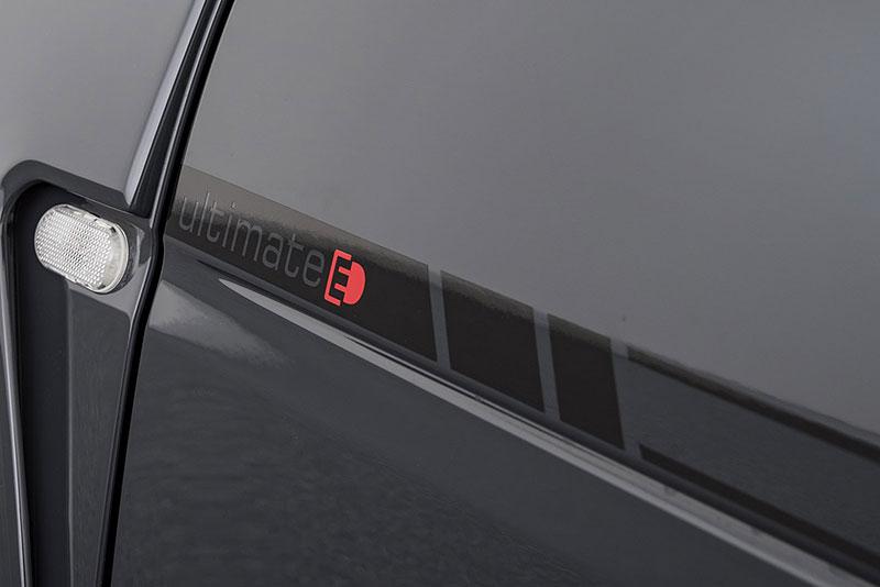 Brabus má auto pro lidi, kteří už opravdu nevědí, co z penězi. Je malé, drahé a docela pomalé: - fotka 16