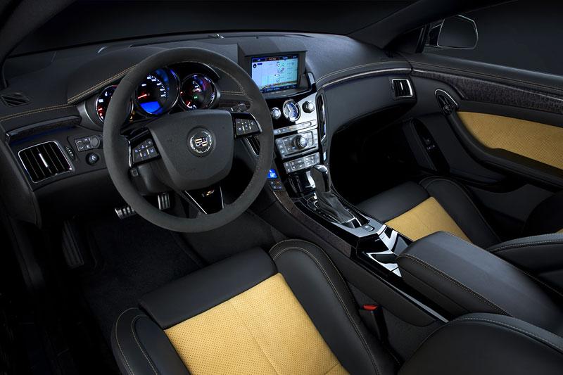 Chicago 2011: Cadillac CTS-V Black Diamond Edition: - fotka 2