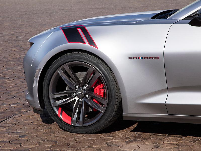 Chevrolet Camaro Red Line Series: Stříbrná je stále v kurzu: - fotka 4