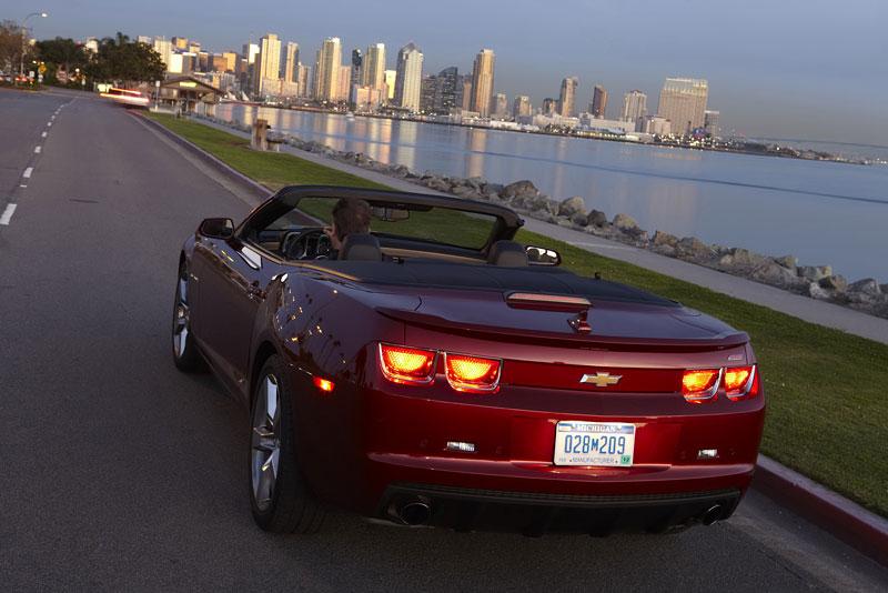 Ženeva 2011 živě: Chevrolet Camaro Convertible: - fotka 50