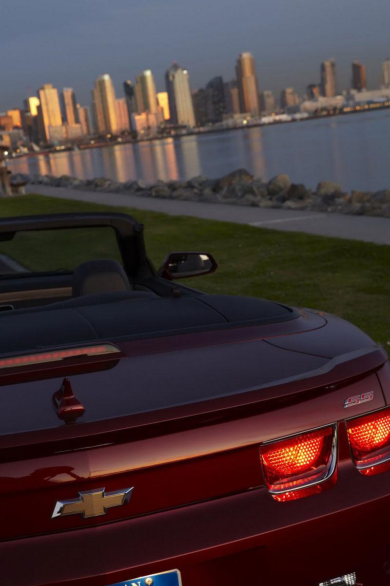 Ženeva 2011 živě: Chevrolet Camaro Convertible: - fotka 52