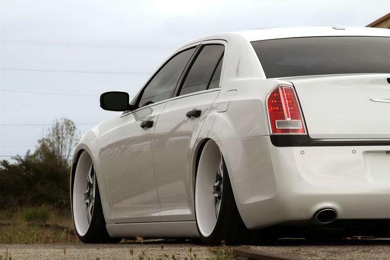 FatChance 2.0: první úprava pro faceliftovaný Chrysler 300: - fotka 16