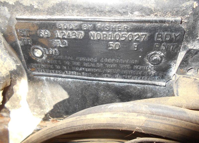 Zázraky se dějí. V USA se našlo neuvěřitelně zachovalé Camaro SS první generace: - fotka 15