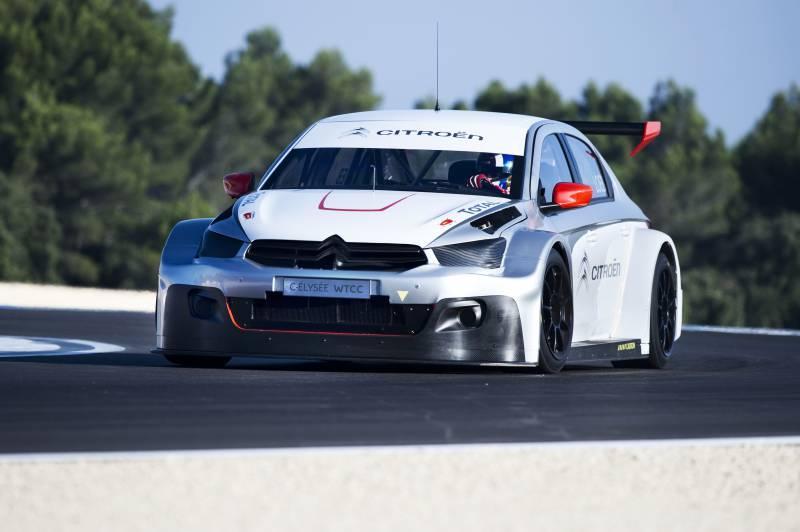 Sébastien Loeb se prohání v Citroënu C-Elysée WTCC: - fotka 4