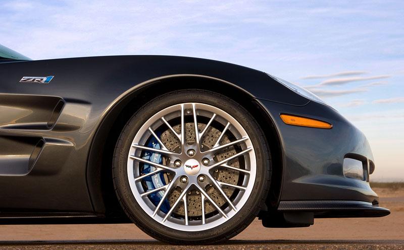 Corvette ZR1 porazila Nissan GT-R na Ringu: - fotka 35