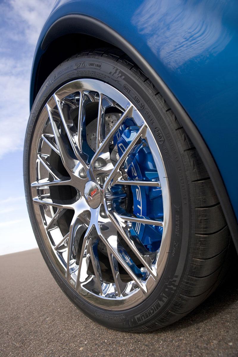 Co se skrývá pod kapotou Corvette ZR1: - fotka 37