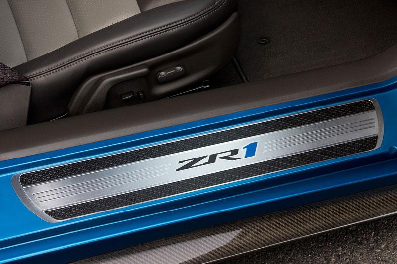 Corvette ZR1 porazila Nissan GT-R na Ringu: - fotka 39
