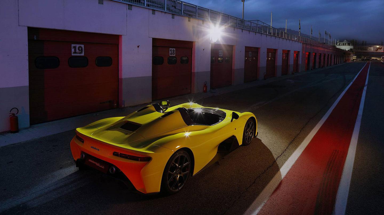 Dallara Stradale je okruhová placka, která smí na silnice. Poslechněte si, jak zní: - fotka 8