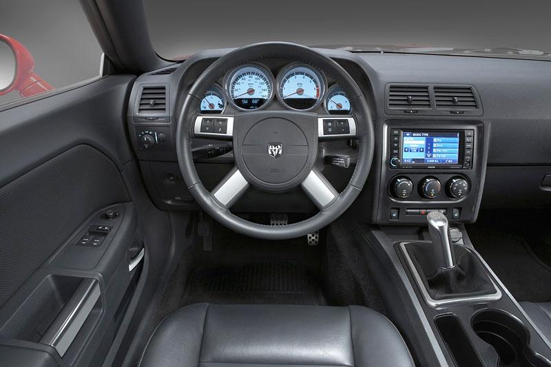 Dodge Challenger R/T – další svalovec: - fotka 4