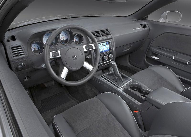 Dodge Challenger R/T – další svalovec: - fotka 5