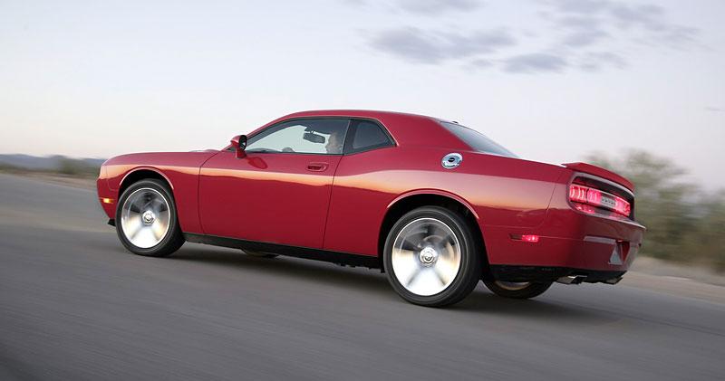 Dodge Challenger R/T – další svalovec: - fotka 21