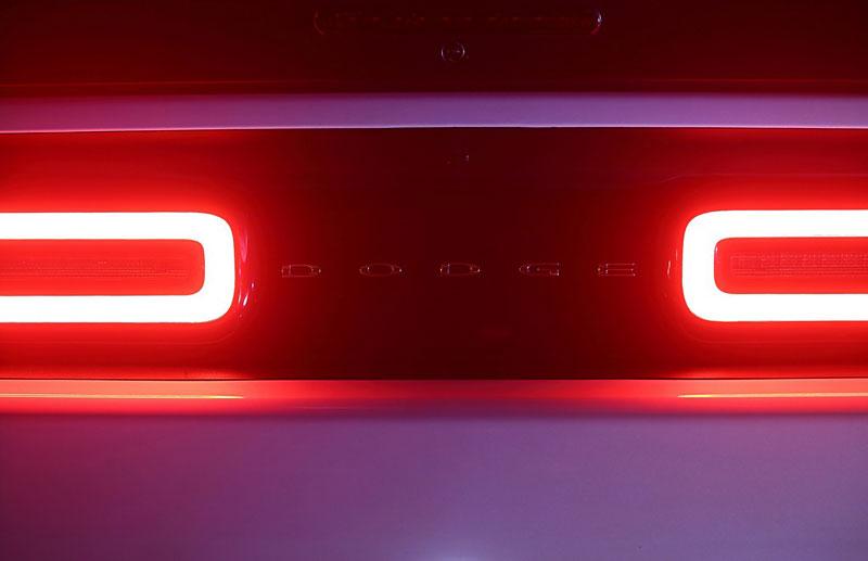 Dodge Challenger SRT Hellcat Convertible: Jediný svého druhu (+video): - fotka 29