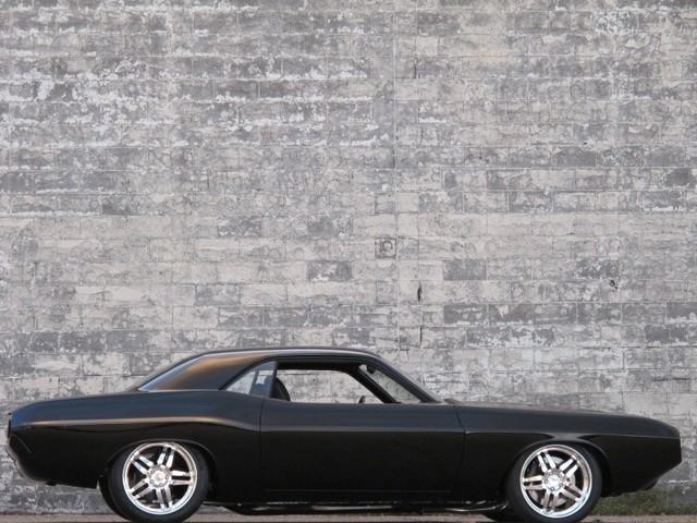 Dodge Challenger Insidious: Zákeřné černé kupé: - fotka 21