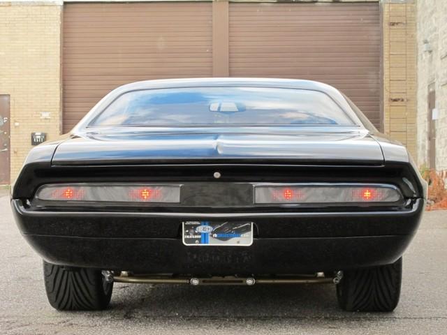 Dodge Challenger Insidious: Zákeřné černé kupé: - fotka 23