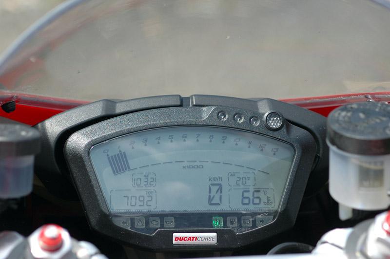 Test - Ducati 1098: kladivo na japonské čarodějnice: - fotka 1