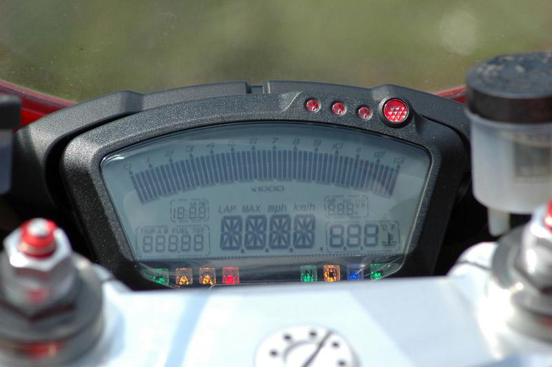 Test - Ducati 1098: kladivo na japonské čarodějnice: - fotka 2