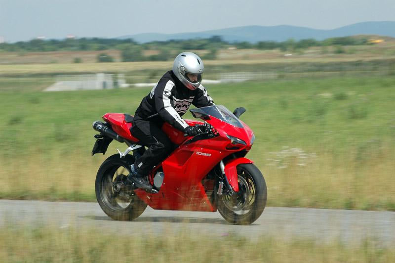 Test - Ducati 1098: kladivo na japonské čarodějnice: - fotka 4